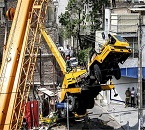سقوط جرثقیل ساختمانی در خیابان خیام